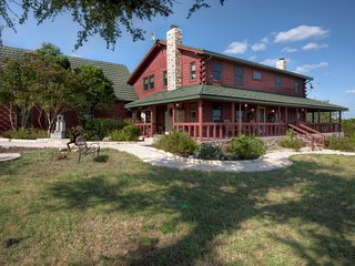 Luxury Hill Country Log Home -Grand View Escape