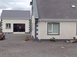 Donegal Lodge B & B, letterfad, remote and tranquil under the mountains