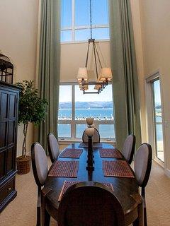 Dining room w views