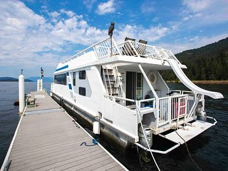 Houseboat Vacation Rental, Hope