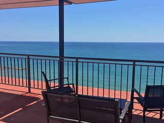 Fully renovated apartment on the Beach in Alicante