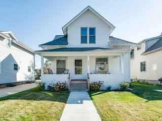 565 Indiana - The Charmer-Friday Rental, South Haven