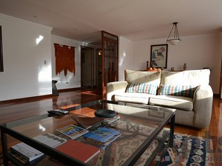 MICHEL - 3 Bed Renovated Apartment with park views - Santa Barbara