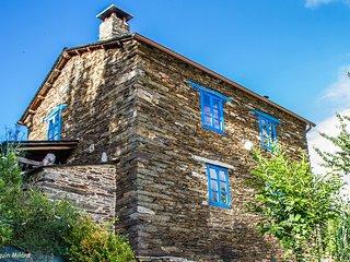Casa Quitapenas, vivienda turística en alquiler, Trabada