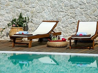 SEPT OFFERS : A Secluded Mediterennean Paradise, luxurius, pool, walk to beach