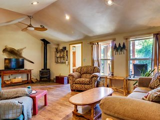 Dog-friendly home w/ Southwest flare & quiet location - 8 miles from Mesa Verde!, Mancos