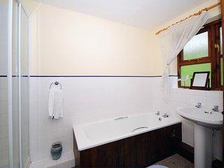 Llandovery holiday cottage bathroom