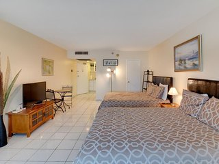 Ocean view studio with direct beach access and a shared pool & tennis court!, Miami Beach