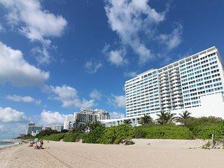 Stylish waterfront studio w/bay views, shared pool, & beach access, Miami Beach