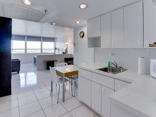 Stylish waterfront studio w/bay views, shared pool, & beach access, Miami Beach