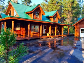 Log Cabin WIth Lake and Beach Access, Hot Tub!, Donnelly