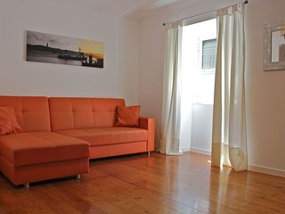 Pink Mustard apartment in Bairro Alto with WiFi.