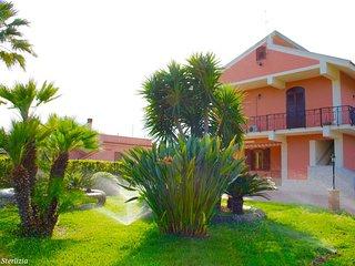 VILLA STERLIZIA, elegante residenza tra il verde e il mare, Avola