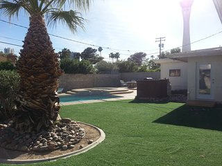 Mid-century modern - close to everything!, Las Vegas