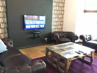 Cool Townhouse 10xbedroom 6 bath 2 miles to city, Manchester