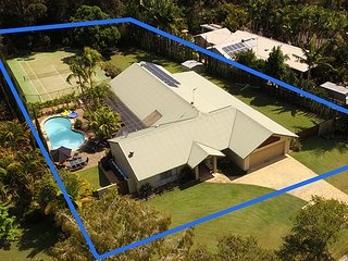 Noosa Private Resort Home! 5 bedrooms. 9 guests + ♥