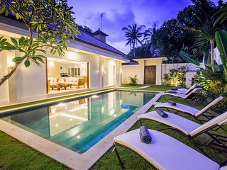 4 BDR ENCLOSED VILLA POOL LEGIAN BORDER SEMINYAK