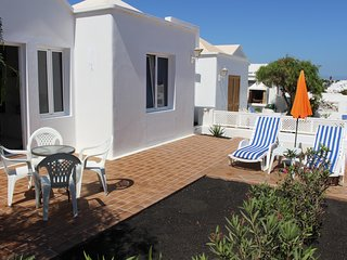 Quiet Villa by Beach & Prom, Shared Pool, WIFI, Playa Honda