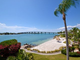 Bahia Vista 13-351 Bay Front Condo with Large Balcony and Great Views!, San Petersburgo