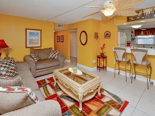 Waves 19 - Large 2nd Floor Condo with 50 inch TV/DVD, Free WiFi and W/D!, Saint Pete Beach