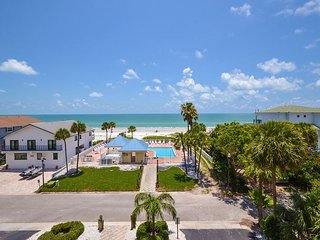 San Remo 307 - Spacious 3 Bedroom with Gulf View Balcony & Gulf Front Pool!, Redington Shores