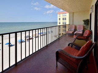 Las Brisas 306 Gulf Front with Updated Kitchen, Free WiFi &  2 Parking Spaces, Madeira Beach
