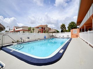 Tropic Breezes #10 - Gulf View 2nd Floor, One Bedroom Condo with a Pool!, Madeira Beach