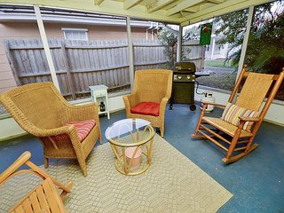 Birds of Paradise Bungalow -Cozy Home in the Heart of Gulfport! Pet Friendly!