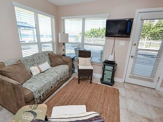 Sea Rocket #7- Totally Renovated Gulf Front, Stylish Ground Floor Condo!, North Redington Beach