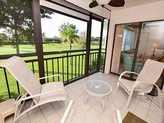 La Puerta 9-252 Updated Condo with Screened Balcony, Golf Course View w/WiFi!, San Petersburgo
