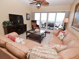 La Vistana 703-Luxury Gulf Front 3 Bed, Pool, 2 Spas, BBQ and a Fitness Room!, Redington Shores