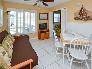 Sea Rocket #6 - Directly Gulf Front with New Kitchen and Great Gulf View!, North Redington Beach