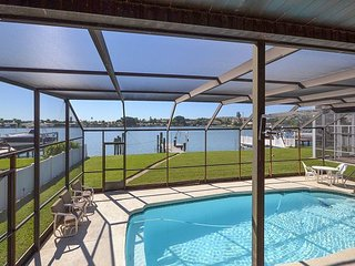 Amazing Waterfront Home with Pool and Dock available for 3 months or more!, North Redington Beach