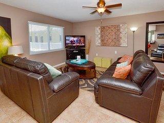 Waves 20 - New Tile Floors, Fresh Paint, Leather Furniture & 46' Flatscreen!, St. Pete Beach