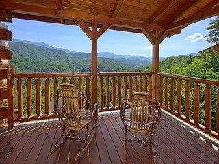 5 Bedroom - Mountain Views and Close to Downtown - Sleeps 20, Gatlinburg