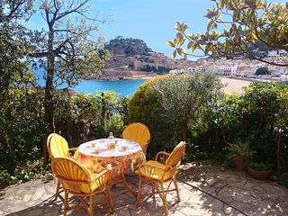 CHARMING APARTMENT with CASTLE & SEA VIEWS, Tossa de Mar