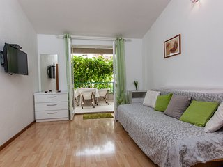 TH03437 Apartments Kate / One bedroom A2, Makarska