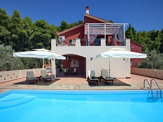 Villa Kardous Luxury Holidays ....WE HOST YOUR DREAMS  2,5 km from Panormos