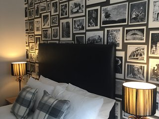 Royal Mile by Edinburgh Castle 2 bedroom 2 shower
