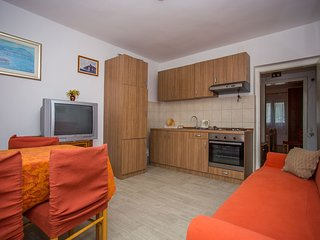 TH01700 Apartments Botic / One Bedroom A3, Kastel Stari