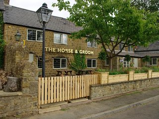 The Horse And Groom Inn The Loft Room, Milcombe