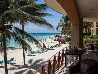 Luna Encantada C1 - Absolutely a Beachfront Gem Condo with infiniti pool, Playa del Carmen