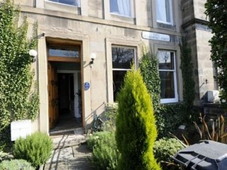 Mingalar Guest House - R1, Edinburgh