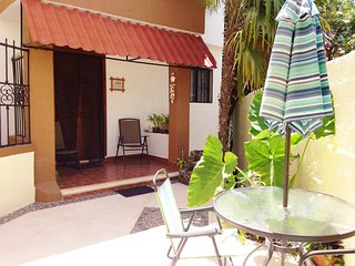 Cancún Affordable nice rooms at Los Caracoles B&B