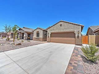 Newly Built 3BR San Tan Valley House w/Pool Access