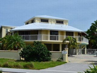 P00 - 4 bdrm Pool home overlooking Sombrero Beach!