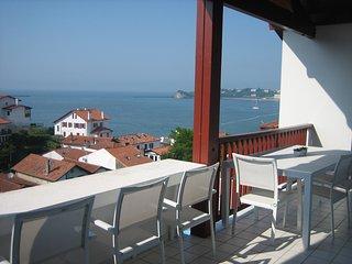 Matin, midi et soir sur la terrasse ensoleillée une grande partie de la journée