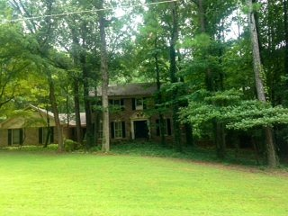 Stn Mtn 5-Star Garden Apt w/Pool Perfect Location, Stone Mountain