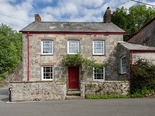 A character cottage in picturesque coombe, St Austell