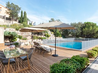 Sea & City View Villa w/Pool - 5BR, Barcelona
